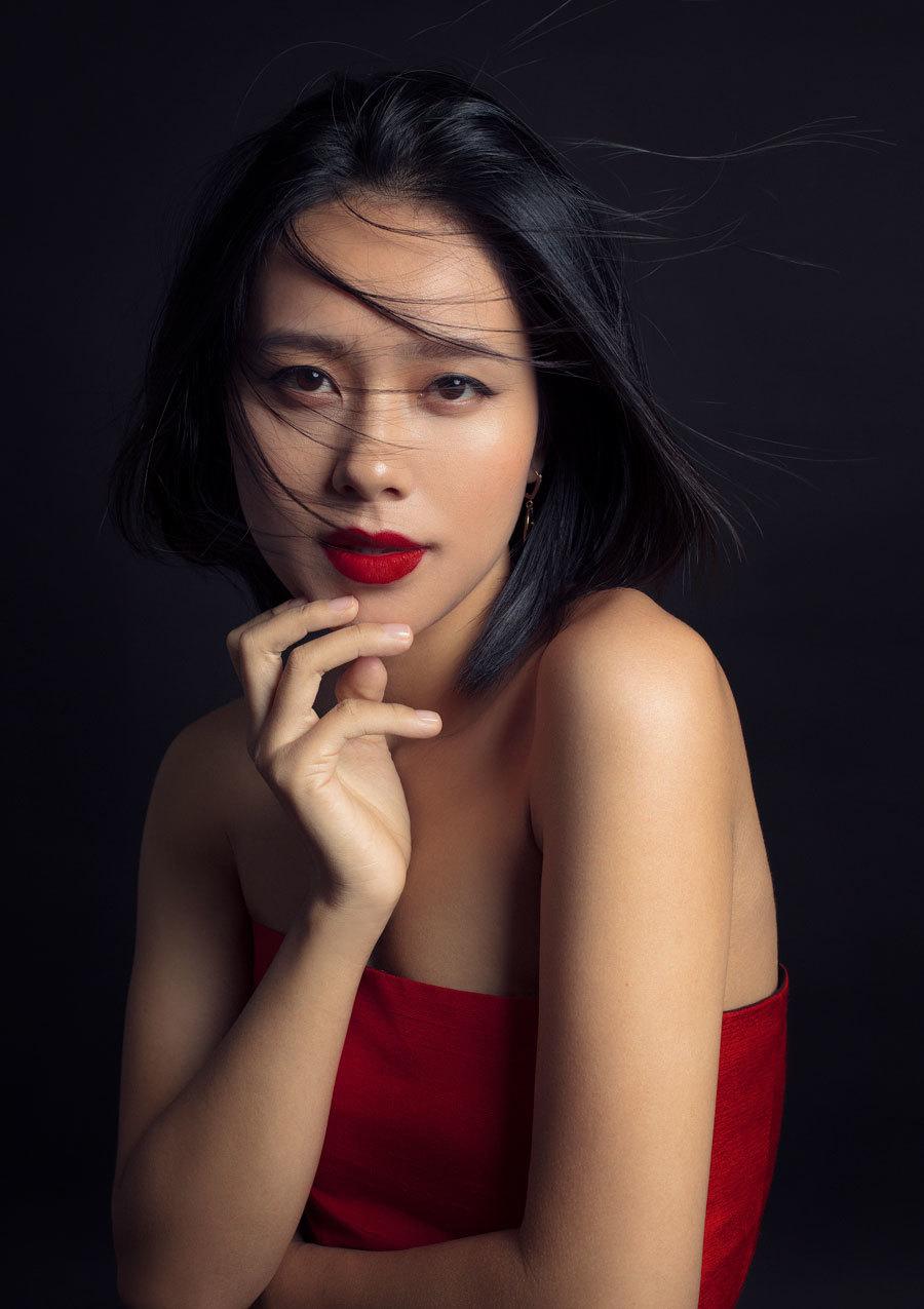 Hoàng Quyên khoe vẻ đẹp 'gái một con' đầy thu hút