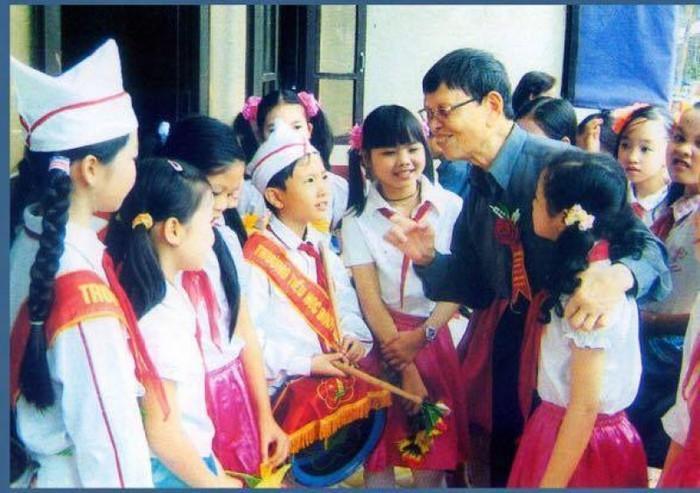 Thầy giáo làng vượt qua nỗi đau bệnh phong làm nghìn việc tốt