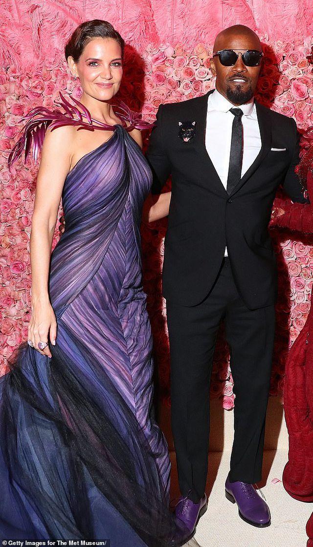 Vợ cũ Tom Cruise chia tay bạn trai sau 6 năm hẹn hò