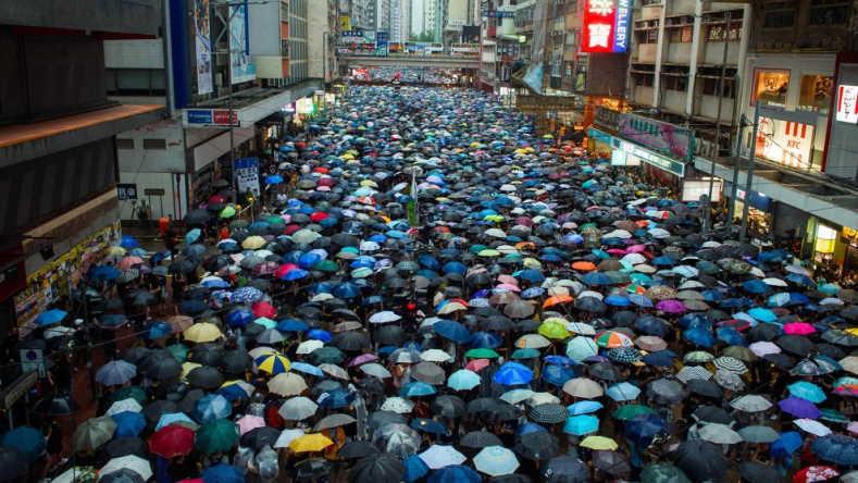Facebook và Twitter xóa hàng nghìn tài khoản giả nói về biểu tình Hong Kong