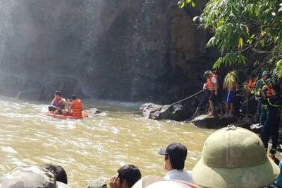 3 thanh niên đi tắm thác bị nước cuốn mất tích ở Gia Lai