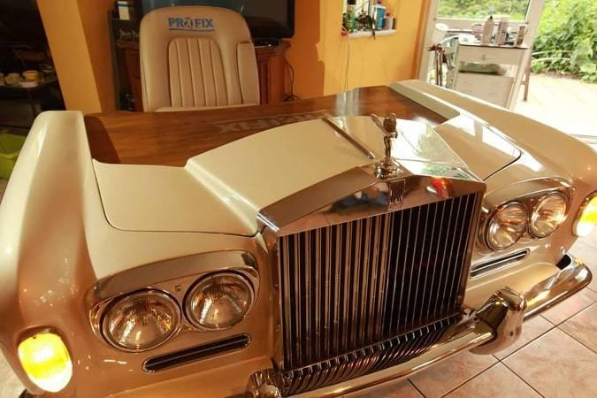 'Mũi' xe sang thiết kế thành bàn làm việc giá siêu đắt
