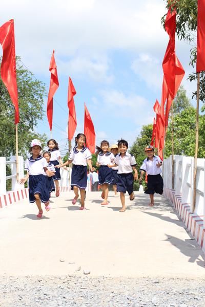 SASCO xây cầu giao thông, trao 300 suất học bổng Nâng bước em đến trường