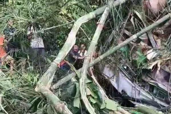 Xe du lịch chở đầy khách TQ gặp nạn ở Lào, thương vong lớn