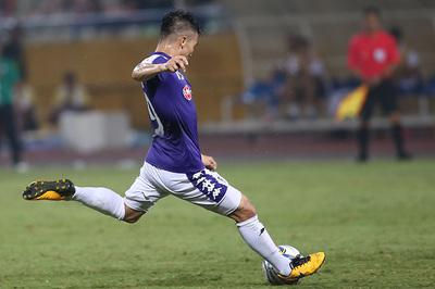 """Video Quang Hải tái hiện siêu phẩm """"cầu vồng tuyết"""" ở AFC Cup"""