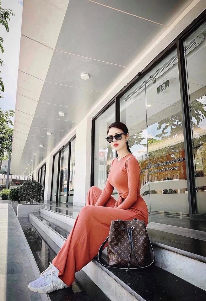 Thu Trang,Những nhân viên gương mẫu,Những cô gái trong thành phố