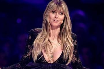 Cựu thiên thần Victoria's Secret bị chỉ trích vì đăng ảnh để ngực trần