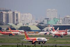 Vì sao sân bay Tân Sơn Nhất quá tải?