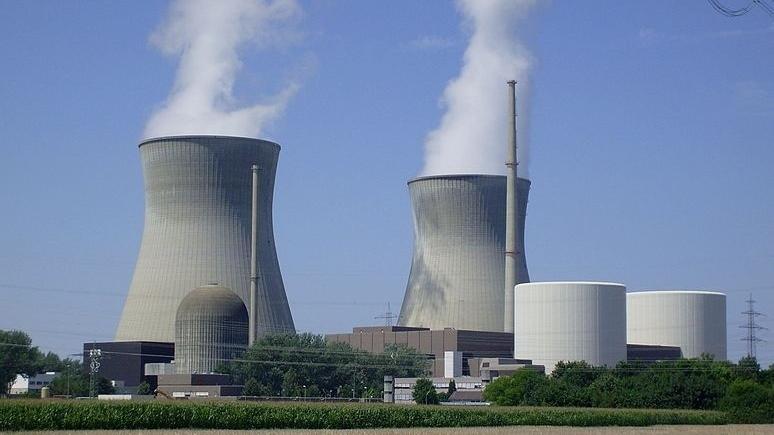 Than hết nước cạn, Việt Nam lại phải tính điện hạt nhân