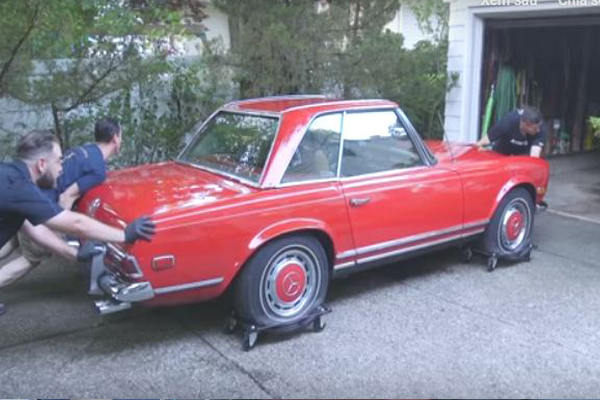 Xem màn kỳ cọ sạch bóng chiếc Mercedes bị bỏ quên phủ bụi 37 năm