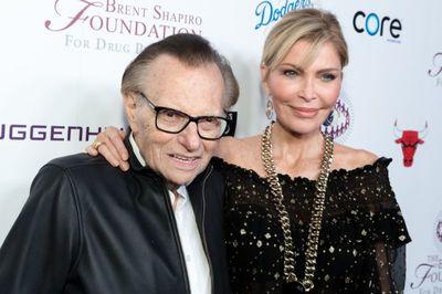 'Vua truyền hình' đệ đơn ly dị người vợ thứ 7 ở tuổi 86
