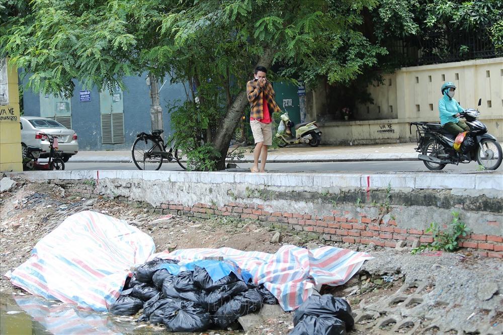 Mass fish deaths,Truc Bach Lake,Yen So Lake,Vietnam environment,climate change in Vietnam,Vietnam weather,Vietnam climate,pollution in Vietnam