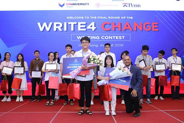 Nữ sinh 17 tuổi giành giải nhất cuộc thi viết luận bằng tiếng Anh Write4Change