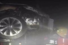 Thêm một chiếc Tesla Model S bốc cháy vì hỏng pin