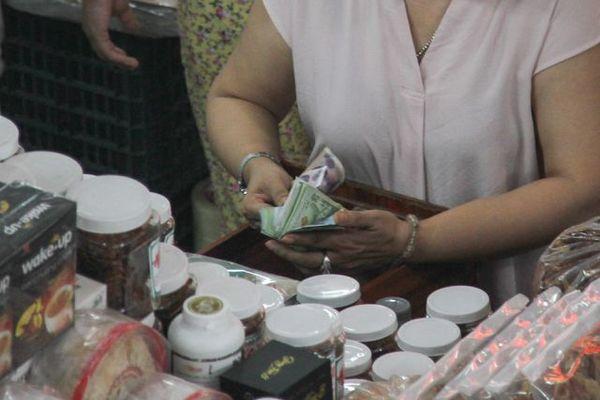 Đà Nẵng: Công khai mua bán hàng hóa bằng ngoại tệ