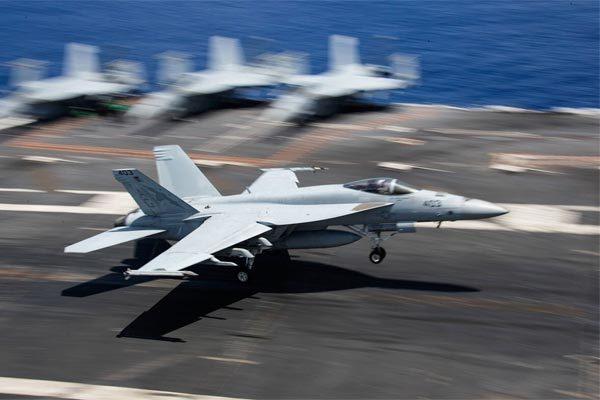 Hàng loạt tiêm kích đắt đỏ Mỹ hư hại vì..hạ cánh trên tàu sân bay
