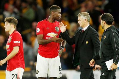 """Cầu thủ MU sợ Pogba """"buồn"""" vì bị tước quyền đá penalty"""