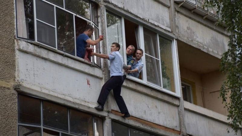 Nga,cảnh sát,say rượu,giải cứu