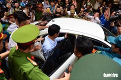 Sáng nay, Nguyễn Hữu Linh tiếp tục hầu tòa về tội dâm ô