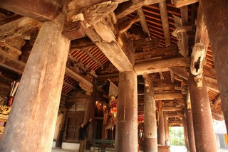 A visit to Tay Dang communal house