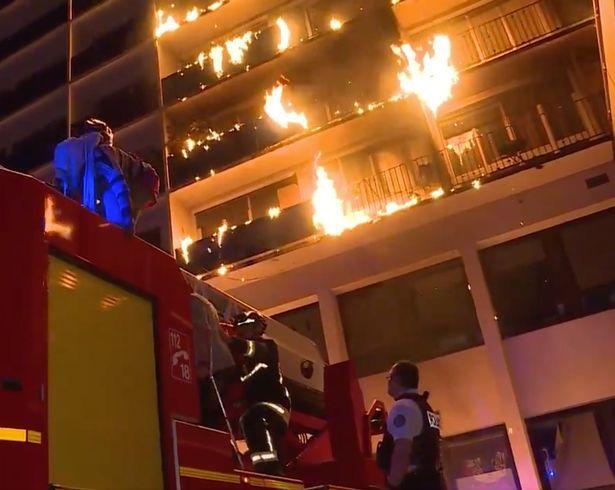 Bệnh viện ở Paris cháy rừng rực, nhiều người thương vong
