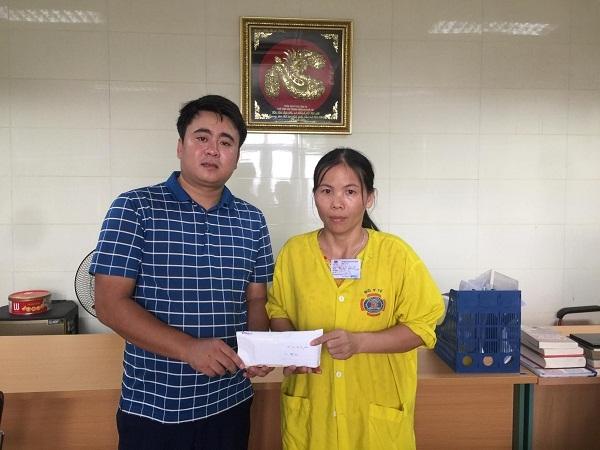 Hoàn cảnh khó khăn,Trao tiền ung hộ,từ thiện VietNamnet