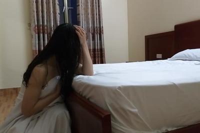 Đỉnh cao trơ trẽn khi người yêu đón tôi về khách sạn rồi 'bận việc' đưa gái lạ vào nhà nghỉ