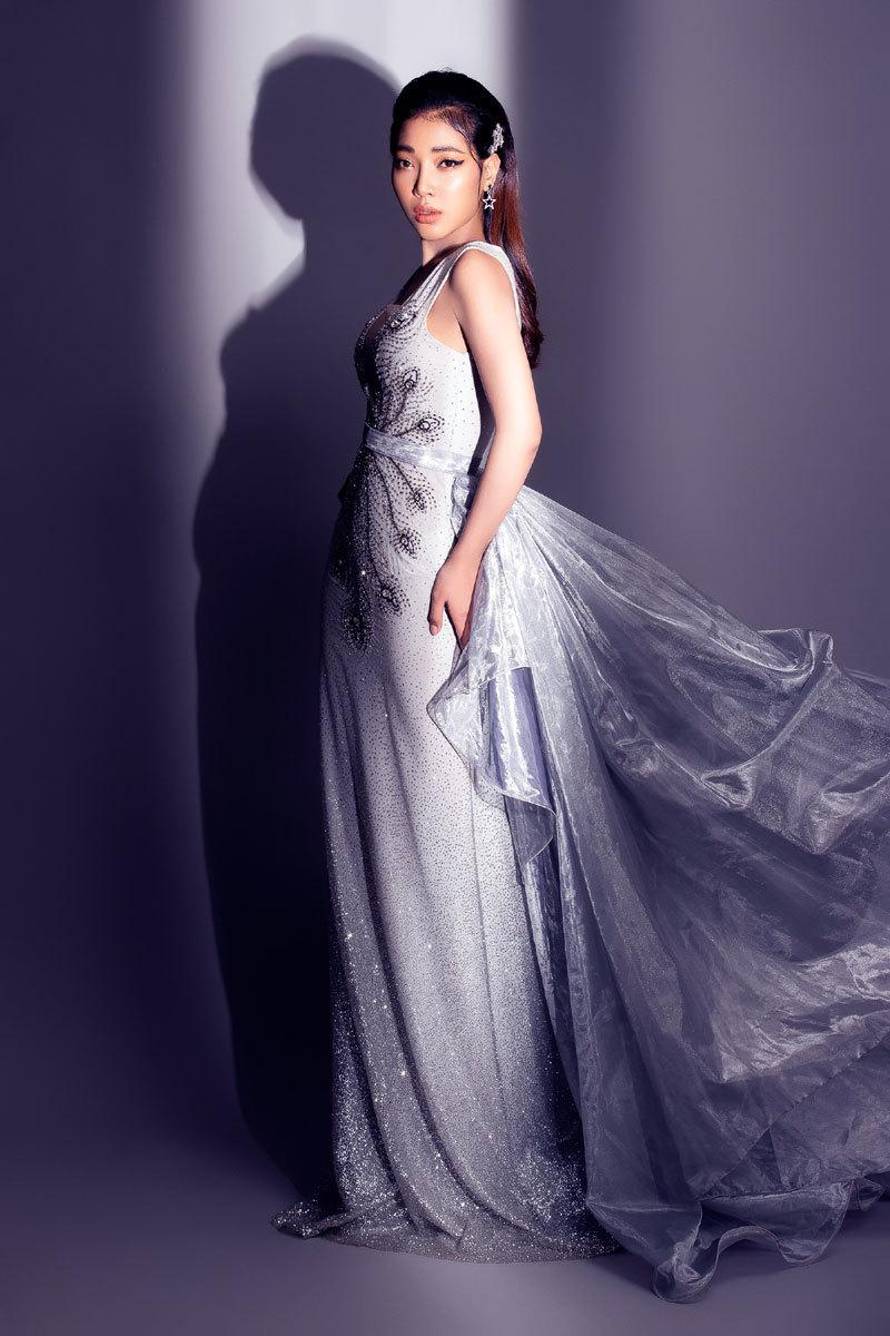 Ngắm vẻ đẹp cá tính, đường cong hoàn hảo của Linh Huỳnh