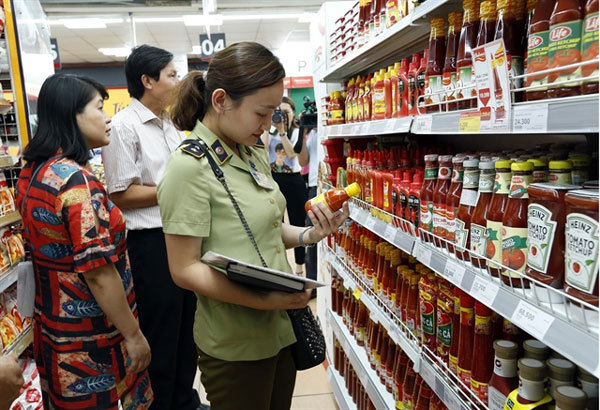 Difficulties remain in ensuring food safety in Hanoi