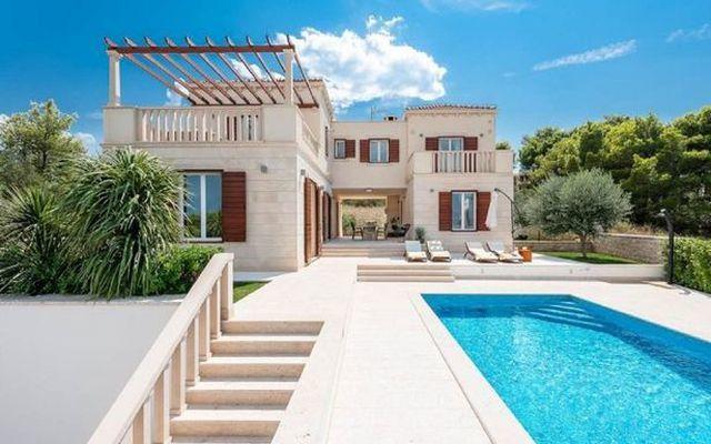 Chi hơn 155 triệu thuê villa 'sang chảnh' nhận được … bãi đất trống