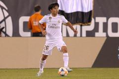"""""""Messi Nhật"""" bị hắt hủi, tháo chạy khỏi Real Madrid"""
