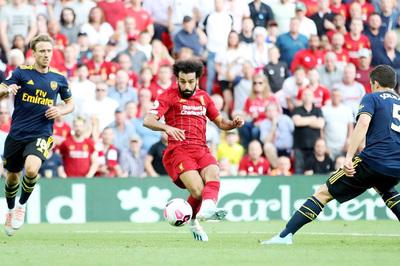 Salah lập cú đúp, Liverpool đè bẹp Arsenal