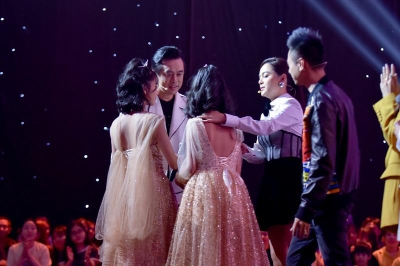 Học trò Hương Giang gây sốt vì giọng hát khủng và xinh như 'hoa hậu'