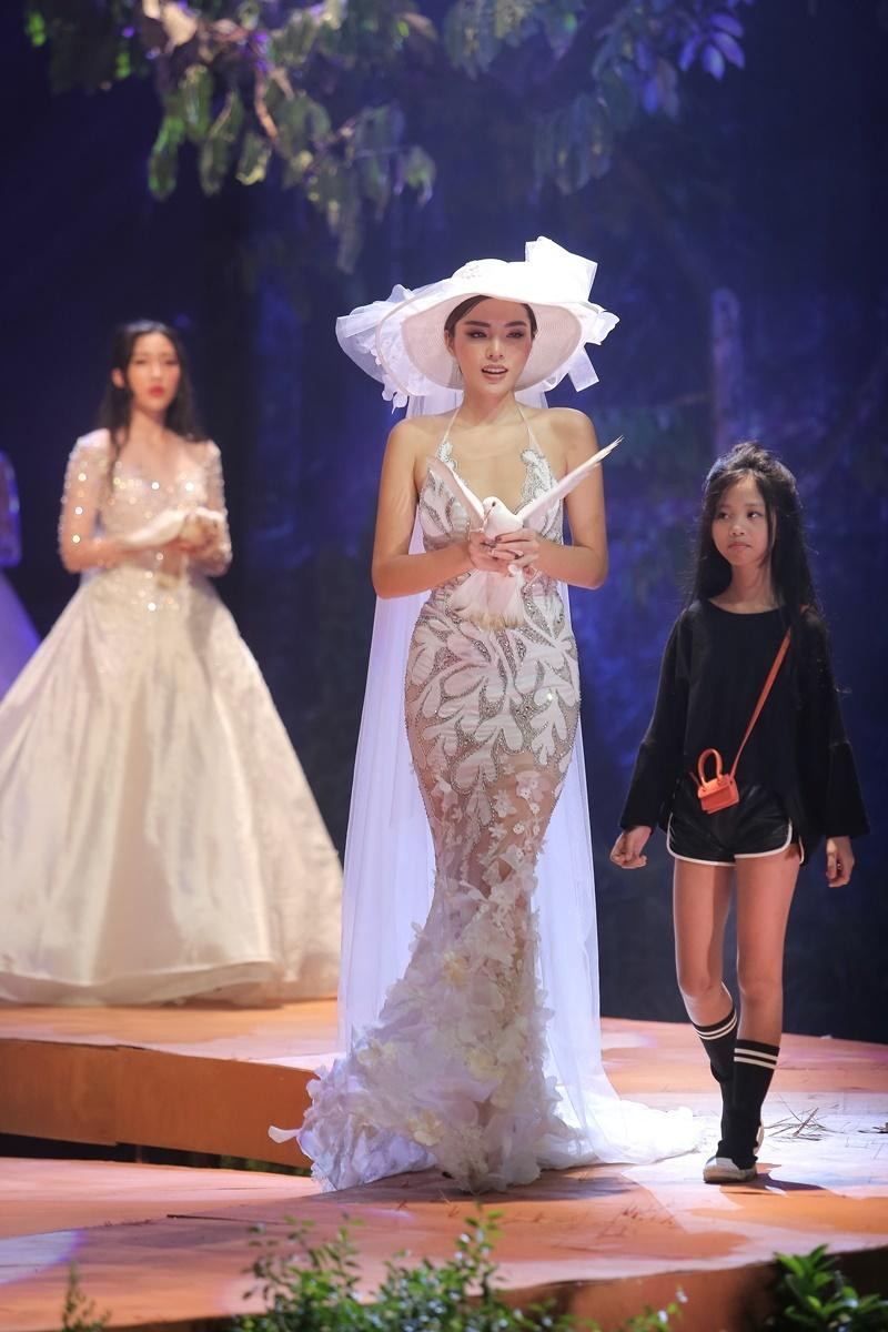 Kỳ Duyên,Lương Thùy Linh,Minh Triệu