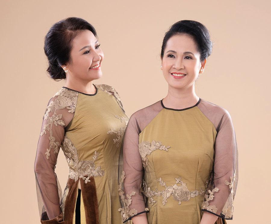 2 mẹ chồng quốc dân trên màn ảnh mặc áo dài 'kết tình thông gia'