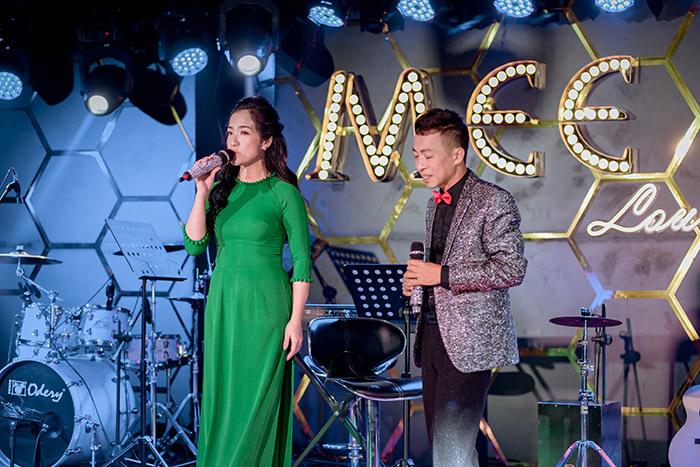 NSƯT Việt Hoàn gây bất ngờ khi hát bolero