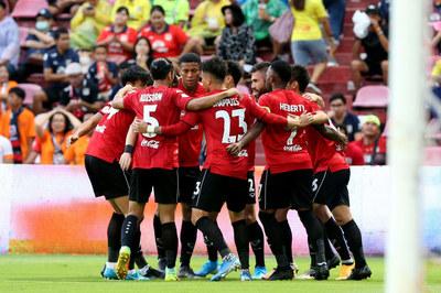Đặng Văn Lâm cùng Muangthong đại thắng Thai League