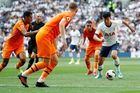 Son Heung Min tái xuất, Tottenham thua tức tưởi