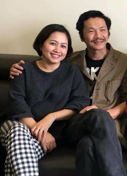 Người vợ kém 10 tuổi suốt 22 năm lặng lẽ đứng sau diễn viên Trung Anh