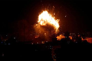 Israel oanh tạc dữ dội Lebanon