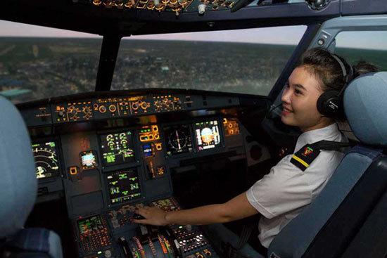 Đào tạo 200 phi công/năm: Bất khả thi