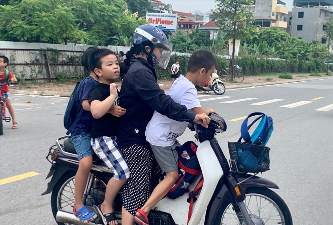 Hanoi: Parents worried over classroom shortage at schools