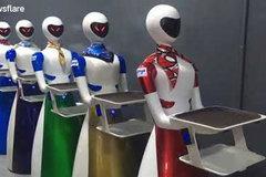 Xem dàn robot tận tình phục vụ khách tại nhà hàng