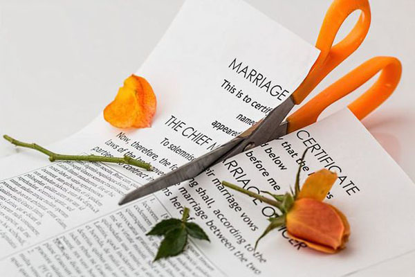 Anh chồng bị bỏ vì quá yêu, không bao giờ biết cãi nhau với vợ