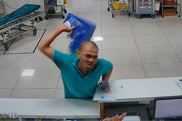 2 nhân viên y tế Quảng Bình bị bệnh nhân say rượu hành hung