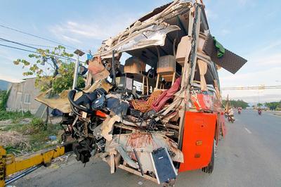 Khởi tố vụ xe Phương Trang tông ô tô giường nằm ở Khánh Hòa
