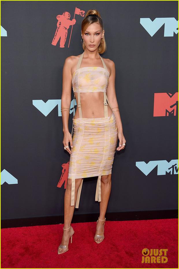 Dàn sao mặc hở khoe da thịt tại thảm đỏ lễ trao giải MTV