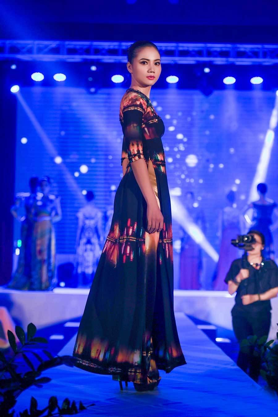 Di sản Việt Nam trên áo dài sẽ trình diễn tại Mỹ