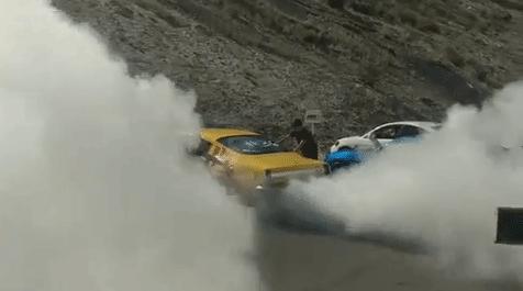 Màn đồng diễn đốt lốp ấn tượng của 170 siêu xe