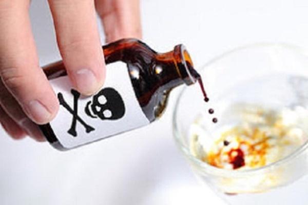 Uống nhầm chất tẩy rửa, 9X ở Đà Nẵng bị bỏng thực quản